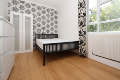 Double room - Single use to rent in MacKenzie Close,White City Estate, White City, London, W12