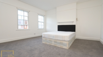 Double room - Single use to rent in Golders Green Road, Golders Green, London, NW11