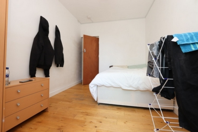 Double room - Single use to rent in Burne Jones House,North End Road, West Kensington, London, W14