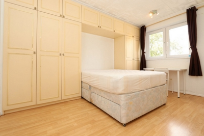 Double room - Single use to rent in Sovereign House,Cambridge Heath Road, Bethnal Green, London, E1