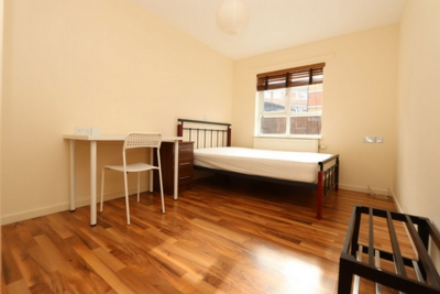 3 Bedroom Double room - Single use to rent in Drywater Flats,Phoenix Wharf Road, London Bridge, London, SE1