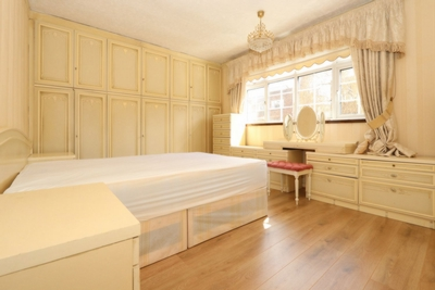 2 Bedroom House to rent in Duckett Street, Stepney Green, London, E1