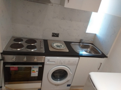 Studio to rent in The Vale, Golders Green, London, NW11
